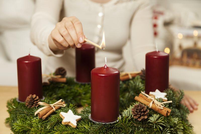 1. Kerze am Adventkranz entzünden
