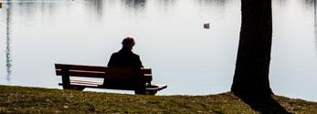 Trauer und Einsamkeit am Seeufer
